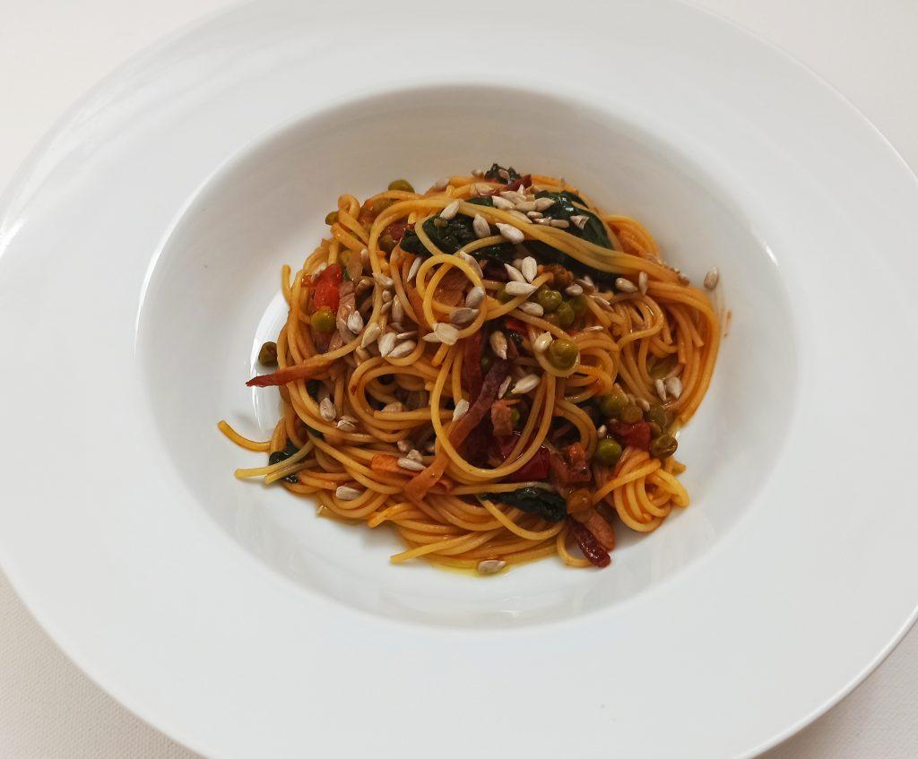 Špagety s paradajkami a špenátom