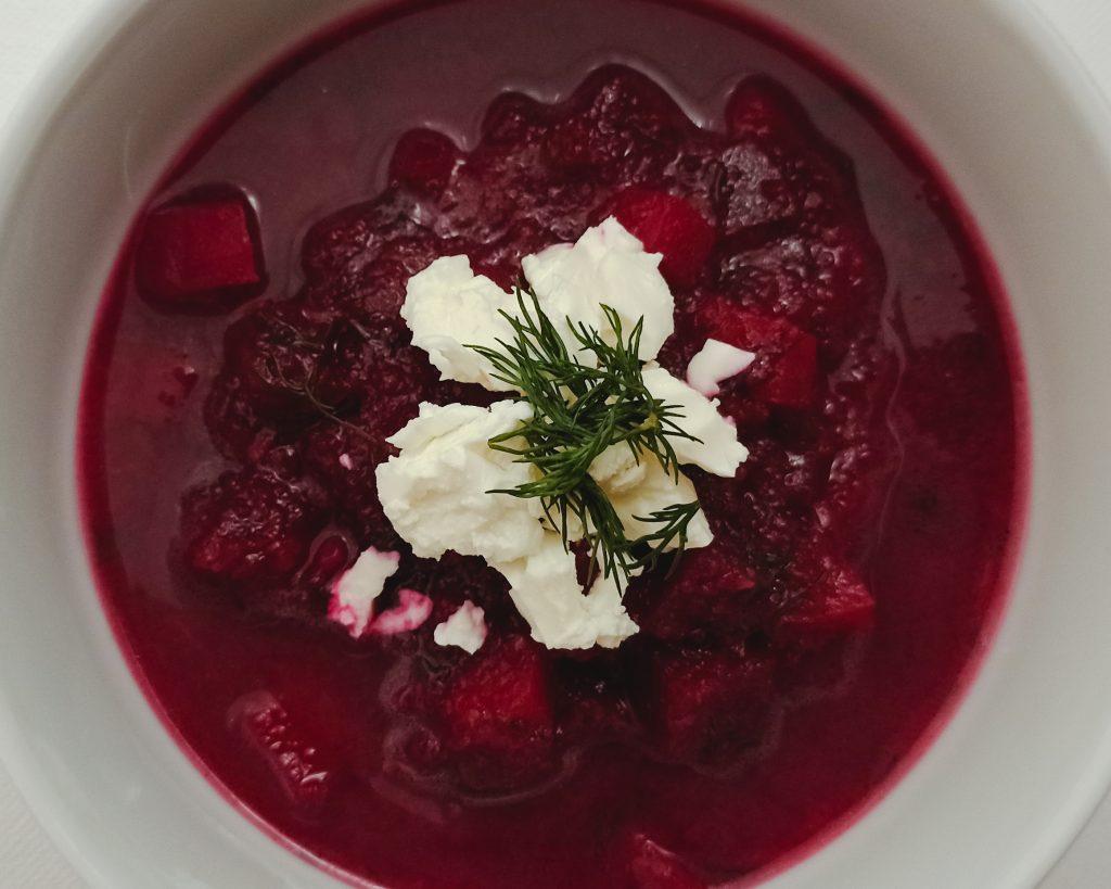 Cviklová polievka s kôprom