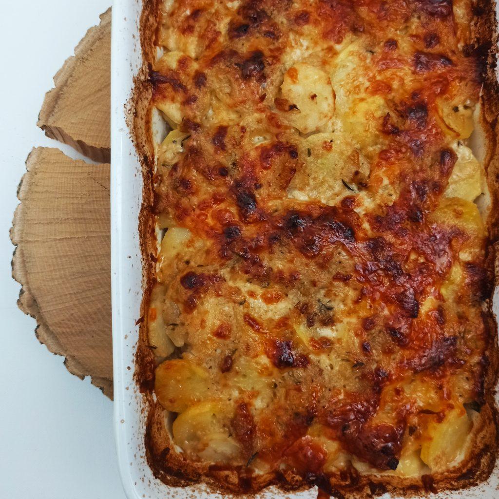 Zapekané zemiaky s čedarom
