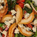 šalát s opekanými hruškami a gorgonzolou